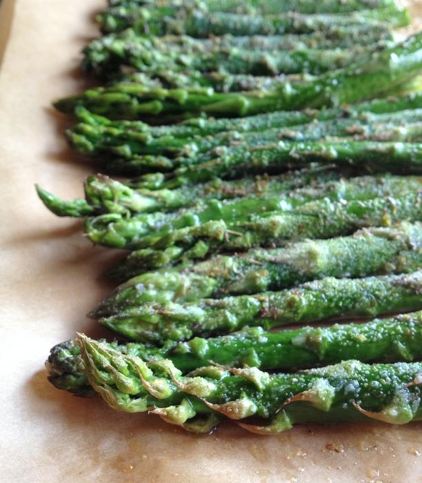 Roasted Asparagus with Creamy Cilantro-Lime Sauce